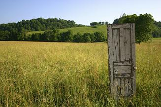 Door in Field https://revistaecosistemasblog.net/2017/09/06/puertas-al-campo/